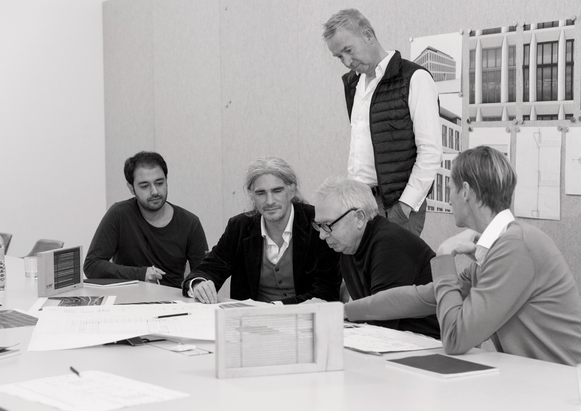 David Chipperfield and the KARL team working on the facade